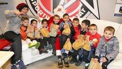 La visite du Père-Noël, au stade Bouissou - Etoile Sportive La Ciotat