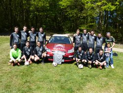 Les seniors A et leur sponsor St Lambert automobile.. - Football Club Saint Lambert-Saint Jean-Saint Léger-Saint Martin