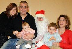 14-12-2014 - Les photos des enfants (et des plus grands) sur les genoux du Père-Noël - Football Club Montfaucon Morre Gennes La Vèze