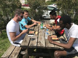 Repas en commun pour les U16 et les Seniors ! Beau moment de convivialité ! - Union Sportive Châteauneuf Aubignosc Peipin
