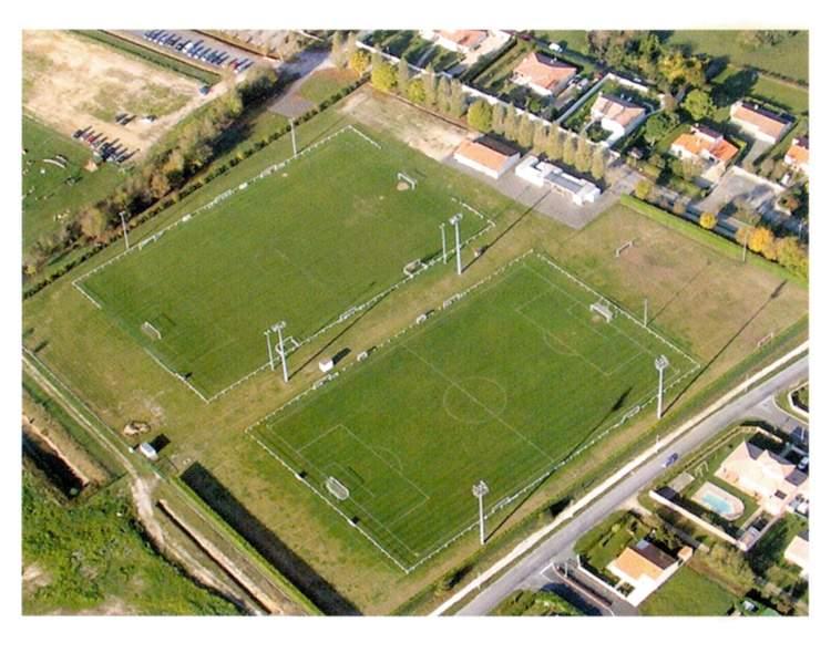 Terrains club football u s saujon football footeo for 11 commandements piscine