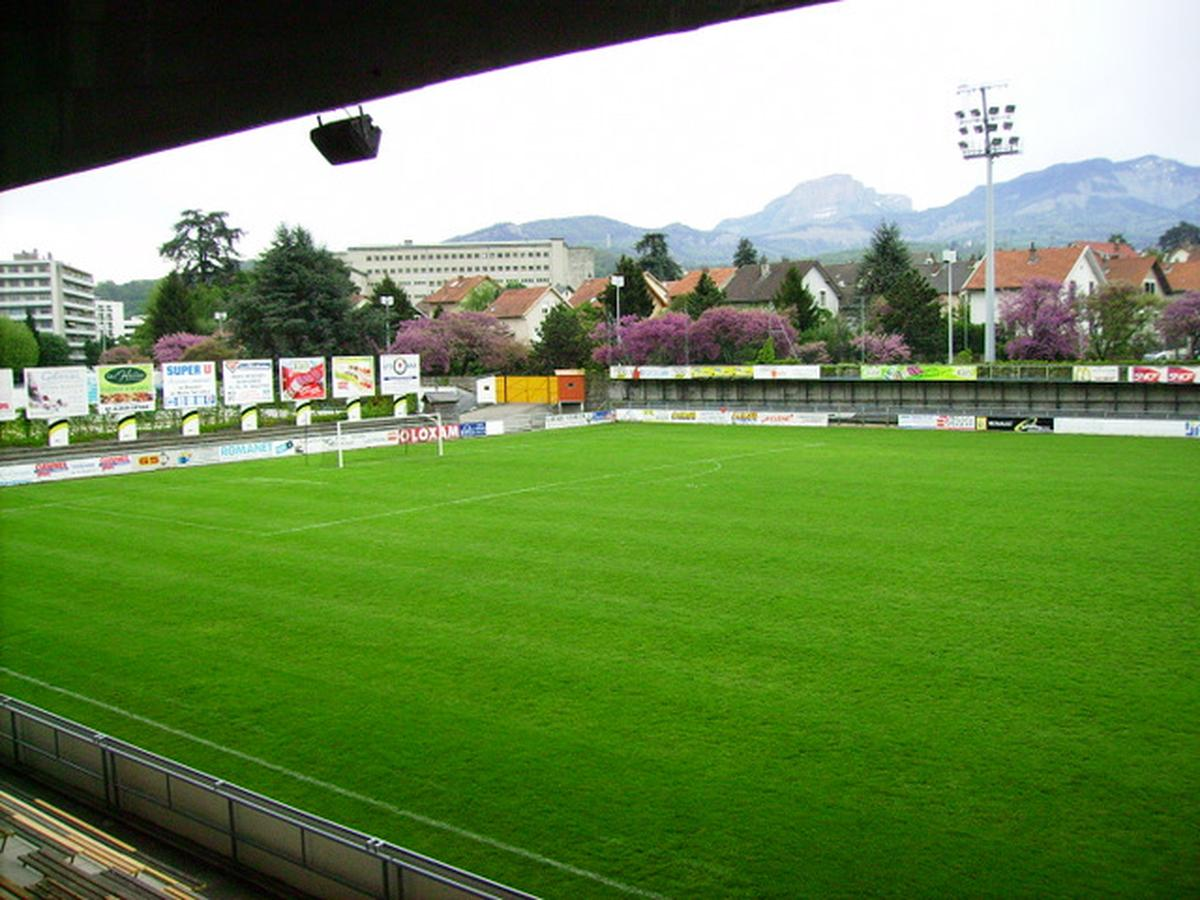 Terrains club football chambery foot 73 site officiel for Terrain chambery